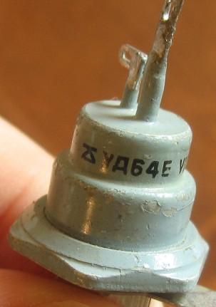 Такой корпус попал даже в справочники - в Горюновском по полупроводниковым приборам 1977 года КУ202 именно так...
